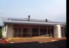 片流れの屋根と太陽光発電